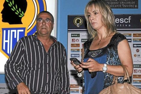 Enrique Ortiz, junto a la alcaldesa de Alicante en el Rico Pérez. | Cristóbal Lucas