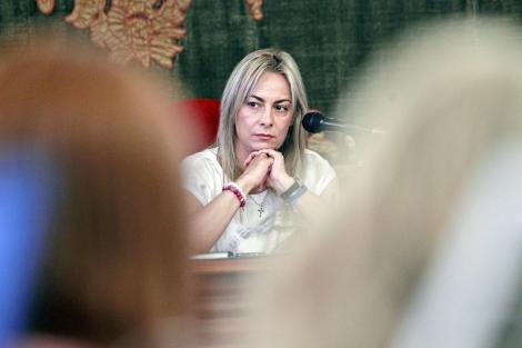 La alcaldesa de Alicante, durante un pleno del Ayuntamiento. | Ernesto Caparrós