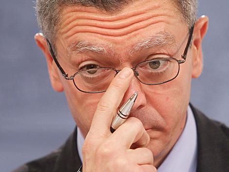 El ministro de Justicia, Alberto Ruiz-Gallardón, en rueda de prensa. | José Aymá