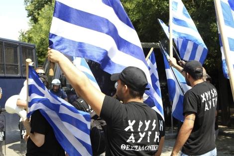 Simpatizantes del partido neonazi Amanecer Dorado en Tesalónica (Grecia). | Efe