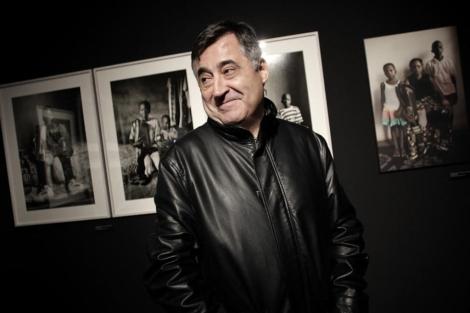 Gervasio Sánchez, en una exposición antológica de sus fotografías.   Alberto Di Lolli
