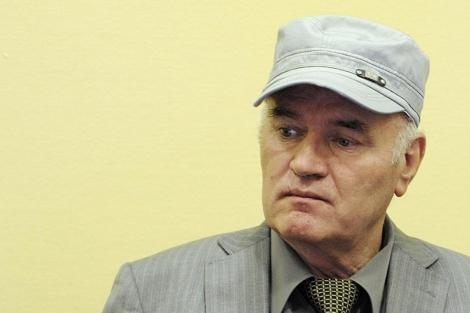 El ex general escucha los cargos de genocidio ante el tribunal. | Reuters