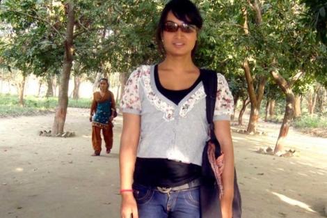 anisha Dhakal, posando en un parque nepalí.   Efe.