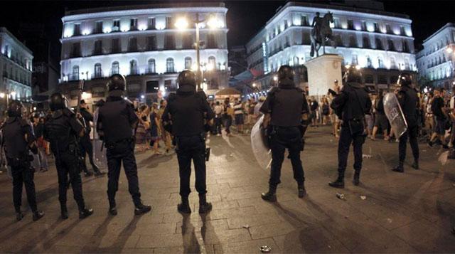El amplio dispositivo policial cercó la Puerta del Sol. | Efe