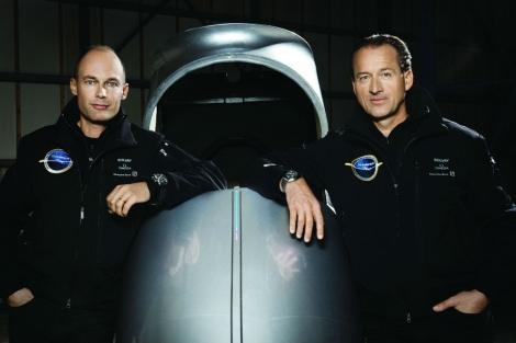 Los pilotos Bertrand Piccard y André Borschberg. Foto: Omega.