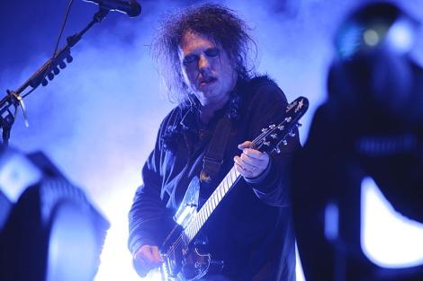 El guitarrita y líder de The Cure, Robert Smith, durante su actuación | Patxi Corral