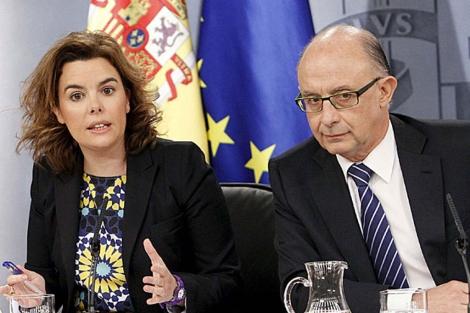 Sáenz de Santamaría y Montoro tras el Consejo de Ministros. | Efe