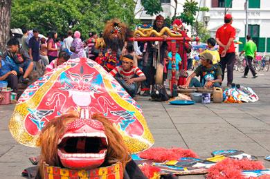 Una plaza de Jakarta. | Concha Esquinas