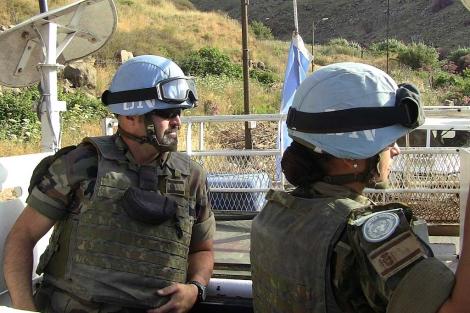 Soldados españoles en una patrulla en el sur del Líbano. | Roberto Benito
