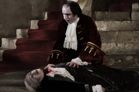 Pau Codina y Andrés Torres en una escena de 'Valiant el vampiro'.