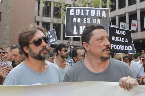 Javier y Carlos Bardem, en la protesta. | Paco Toledo