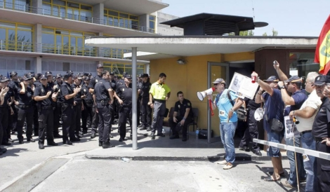 Los agentes y los sindicatos han clamado 'policías, sindicatos'. | Efe
