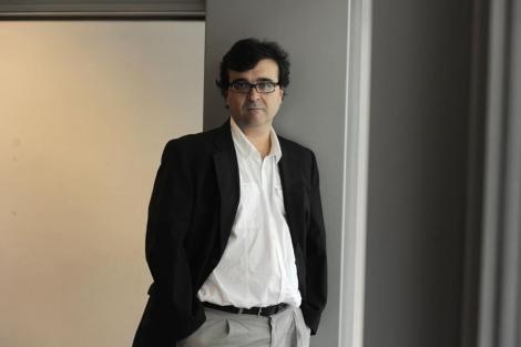 El escritor tras recibir el Premio Nacional de Narrativa 2010. | Santi Cogolludo
