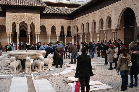 La fuente del Patio de los Leones, tras acabar su restauración.   J.G. Hinchado
