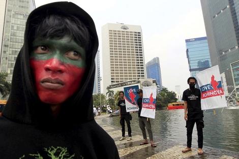 Activistas protestan por la violencia contra la etnia musulmana rohingya, en Indonesia,   Efe