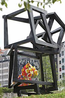 La escultura 'Chaos Nervion'. | Efe
