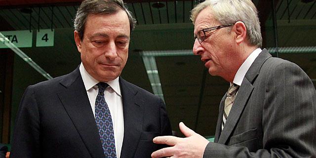 Juncker y Draghi, en una reunión del Eurogrupo. | Olivier Hoslet