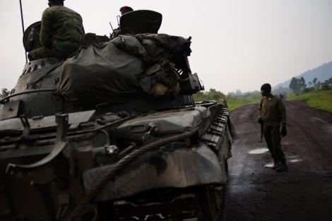 Un blindado del Ejército congoleño, en las cercanías de Goma. | Phil Moore / Afp
