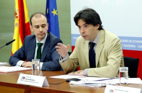 El consejero de Economía y Hacienda, Percival Manglano, en una rueda de prensa. | E. M.