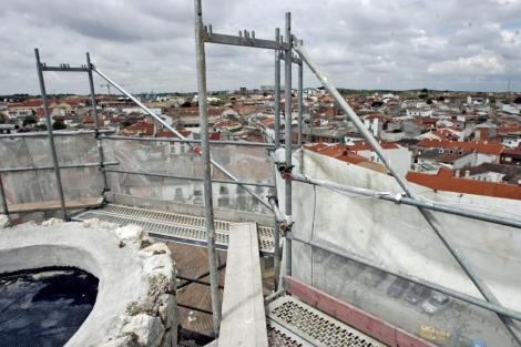 Obras de rehabilitación en la azotea de un edificio. | Ricardo Cases