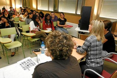 Visita de la alcaldesa de Alicante a un instituto de secundaria. | R.Pérez