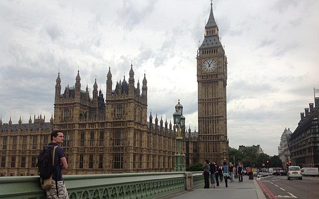 El puente de Westminster, sin apenas turistas.   C. F