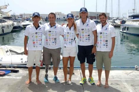 Los cinco deportistas que nadarán de Ceuta a Marbella. | J. Martín