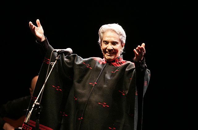 Chavela Vargas, en un concierto en Madrid en 2006. | J. Martínez