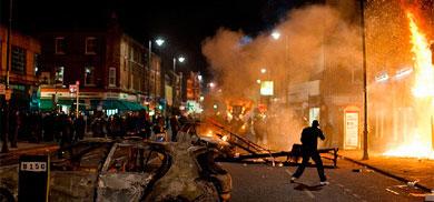 Coches quemados y tiendas arrasadas hace un año en Londres.