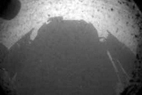 Una de las primeras imágenes de la superficie marciana proporcionadas por 'Curiosity' .| Nasa