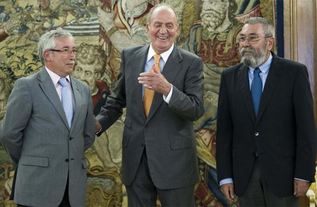 Los secretarios generales de CCOO, Ignacio Fernández Toxo (i), y de UGT, Cándido Méndez (d), en la reunión que mantuvieron con el Rey el martes. | Efe