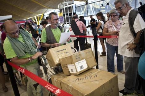 Los cooperantes llevan material para atender a la población. | Alberto di Lolli