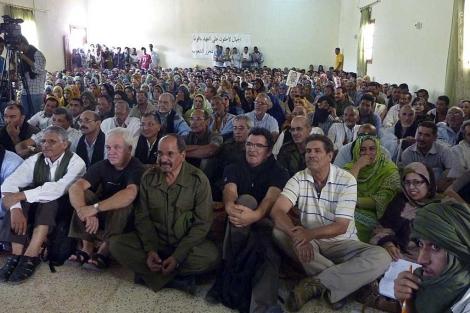 Los cooperantes, tras su llegada a los campamentos de refugiados saharauis. | Efe