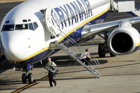 Un avión de la aerolínea Ryanair. | Esther Lobato