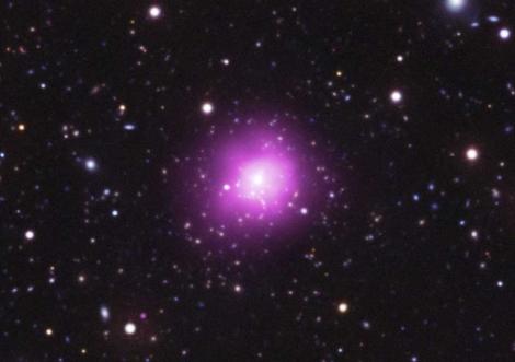 El cúmulo de Fénix: emisión X (en morado) y ultravioleta   Chandra X-ray Obs.