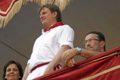 Juan Karlos Izagirre, concejal de Bildu, presidiendo en Tafalla. | El Mundo