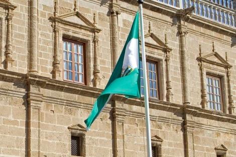 Fachada del Parlamento de Andalucía en Sevilla. | EL MUNDO