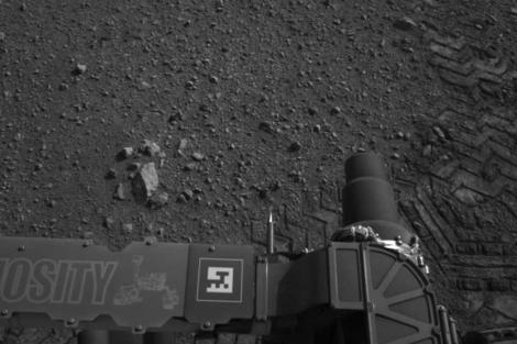 El rastro del primer paseo del Curiosity en Marte. | NASA
