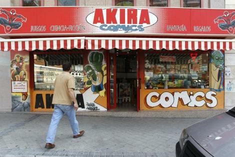Fachada de la tienda Akira Cómic, en el barrio de El Pilar. | Efe