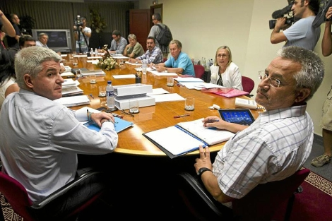 José López Jarabay Miquel Domínguez durante la reunión del Consejo del martes | B.Pajares