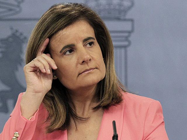La ministra de Empleo, Fátima Báñez, durante la rueda de prensa. | Sergio Barrenechea / Efe