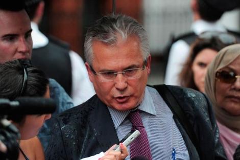 Garzón, el día de su comparecencia frente a la embajada ecuatoriana. | AFP