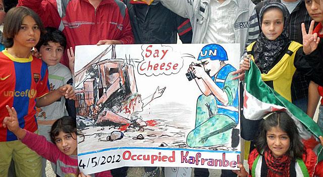 Cartel hecho en la ciudad siria de Kafar Anbel. VER MÁS IMÁGENES. | Javier Espinosa