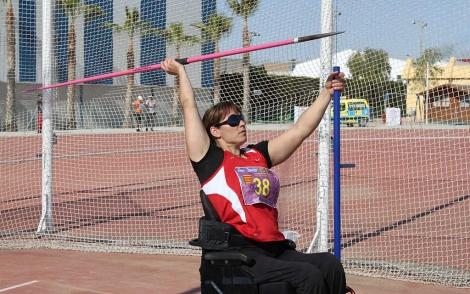 La atleta Ruth Aguilar en un lanzamiento de jabalina. | E.M.