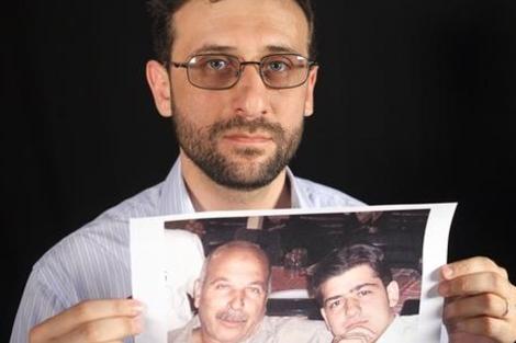 El exiliado sirio Haytham al Hamwi tiene tres familiares desaparecidos. Más imágenes | AI