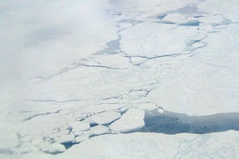 Imagen de archivo de grietas en el Ártico.   NASA/JPL-Caltech
