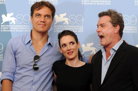 Michael Shannon, Winona Ryder y Ray Liotta posan para los medios durante la presentación de la película 'The Iceman'. | Efe
