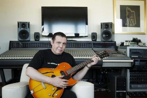 Bernardo Bonezzi, el pasado febrero en el estudio de su casa. | Efe