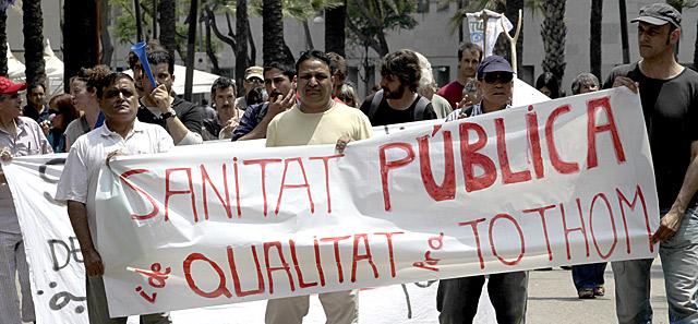 """Protesta de inmigrantes en Cataluña, pidiendo """"Sanidad pública y de calidad para todos"""".   Antonio Moreno"""