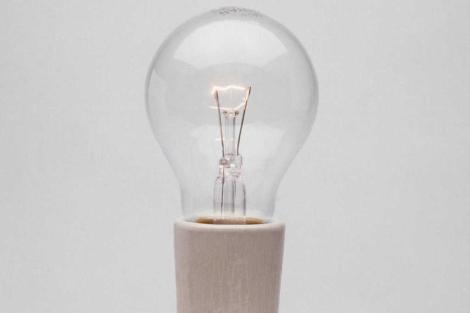 Edison comercializó, aunque no inventó, la bombilla incandescente en 1879. | Corbis